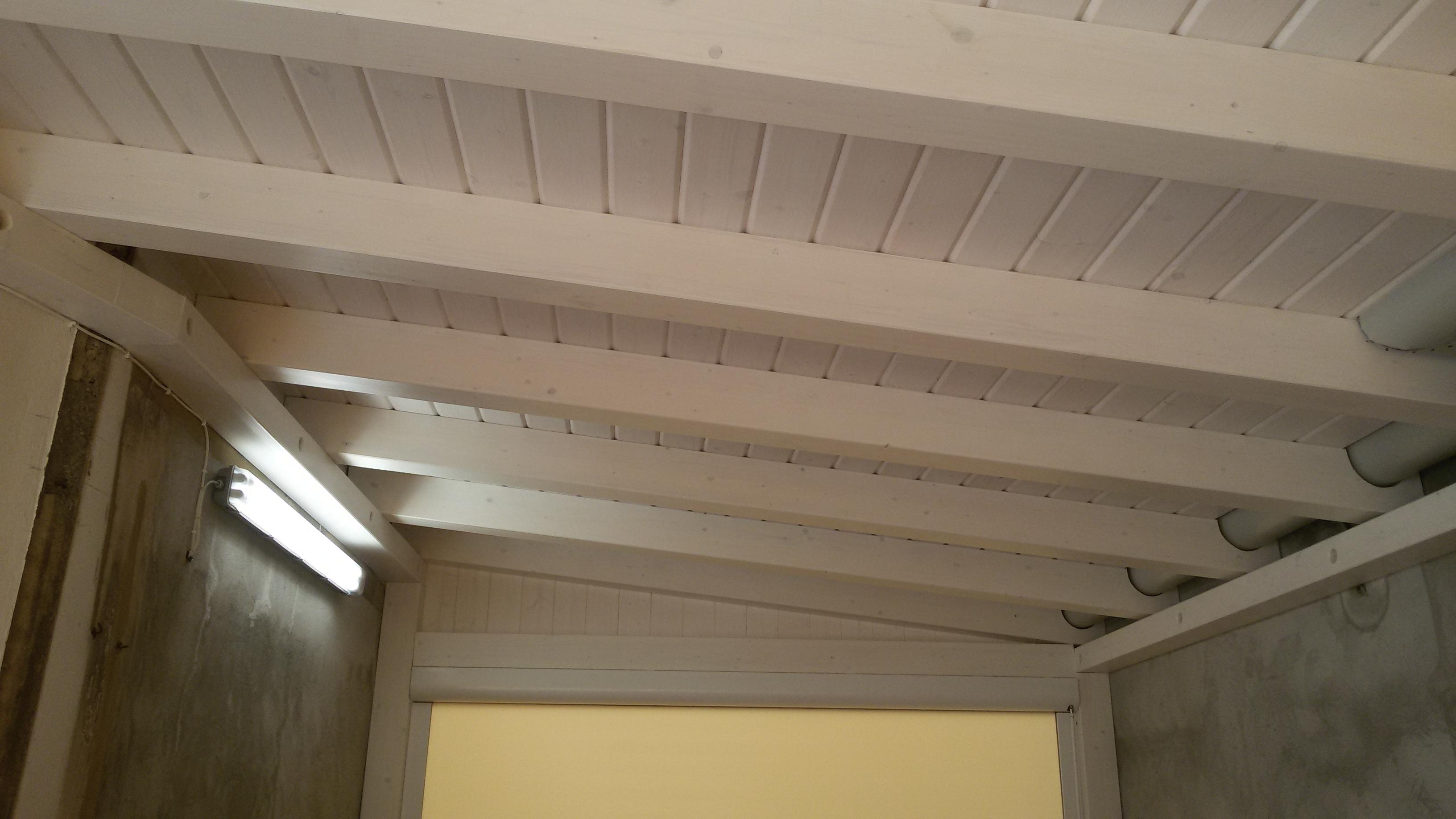 Copertura In Legno Bianco : Copertura in legno bianco e chiusure con tende zip